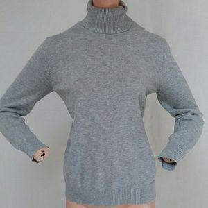 Joseph A Turtle Neck Sweater sz M